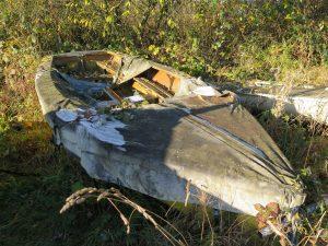abandoned-boat-l02